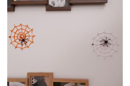 Toile d'araignée créer avec de la colle chaude et peinte par ma fille - Divers - 10doigts.fr