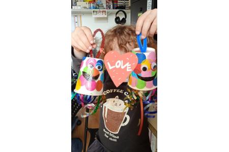 Création de pieuvre multicolore - Vernis collage papiers, serviettes - 10doigts.fr