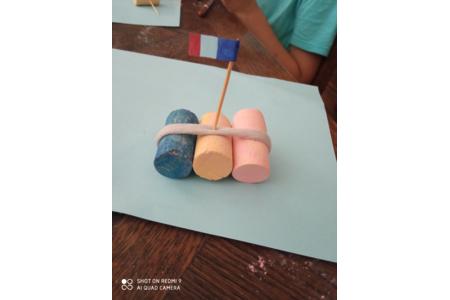 Rado avec Bouchon à Liège fait avec les enfants - Créations d'enfant - 10doigts.fr