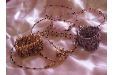 parures de bijoux pour mes petites jumelles - Perles, bracelets, colliers - 10doigts.fr