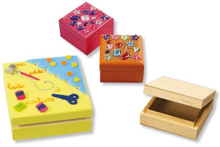 Boite carrée en bois - Boîtes et coffrets – 10doigts.fr