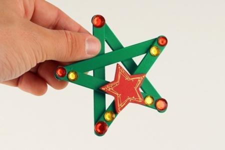 Etoiles de Noël avec des bâtons de glace - Décoration du sapin – 10doigts.fr