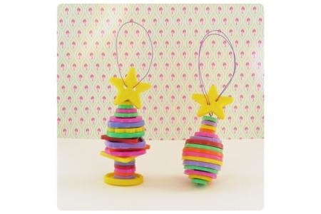 Décorations de Noël avec des boutons en plastique - Noël – 10doigts.fr