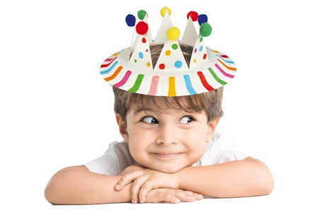 Fabriquer une couronne avec une assiette en carton - Carnaval, fêtes, masques – 10doigts.fr