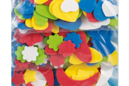 Set de 150 formes assorties en caoutchouc souple : cœurs, lunes, étoiles, fleurs et papillons - 10doigts.fr