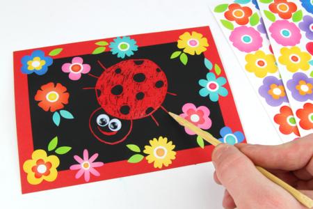 Carte coccinelle avec une carte à gratter - Activités enfantines – 10doigts.fr