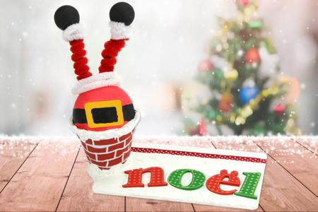 Père Noël coincé dans la cheminée - Noël – 10doigts.fr