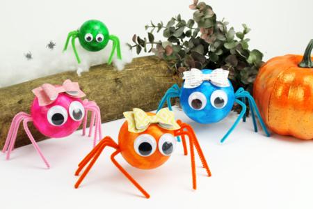 Araignées mignonnes en boules polystyrène - Tutos Halloween – 10doigts.fr