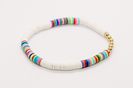 Bracelet avec des perles Heishi - Bijoux – 10doigts.fr
