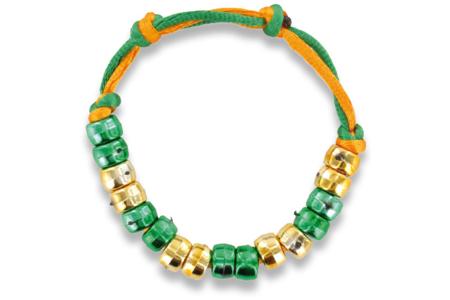 Bracelets cordon satin + perles plastiques - Activités enfantines – 10doigts.fr