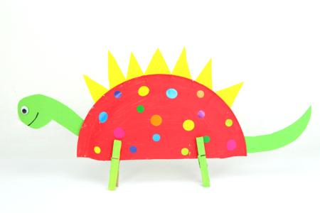 Dinosaure multicolore avec une assiette en carton - Collage et pliage papier – 10doigts.fr