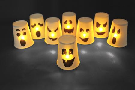Fantômes lumineux avec des gobelets - Halloween – 10doigts.fr