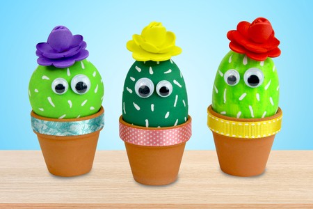 Cactus dans un pot en terre cuite - Activités enfantines – 10doigts.fr