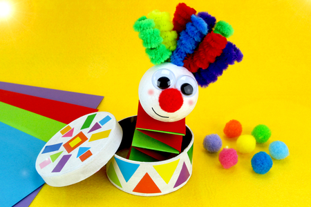 Clown à ressort - Carnaval, fêtes, masques – 10doigts.fr