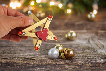 Etoiles de Noël avec des bâtons de glace - Noël – 10doigts.fr
