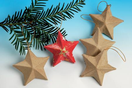 Décos de Noël en carton papier mâché à suspendre - Supports de fêtes en carton – 10doigts.fr