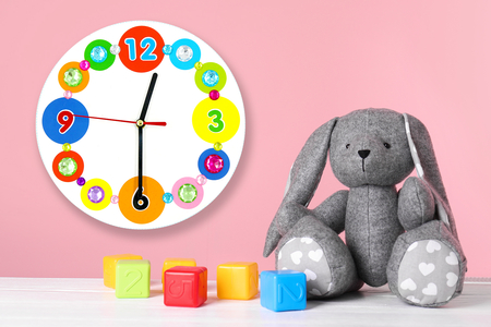 Horloge ronde en bois - Horloges – 10doigts.fr