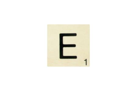Plaque lettre de scrabble en bois - 10 cm - Plaques de porte – 10doigts.fr