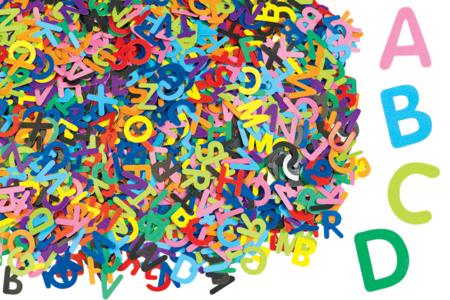 Lettres majuscules en carte forte - Set de 2600 - Décorations en papier – 10doigts.fr