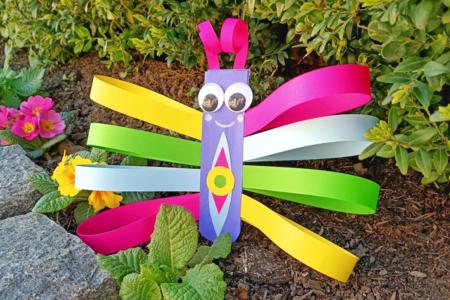 Fabriquer un papillon avec des bandes de papier - Collage et pliage papier – 10doigts.fr