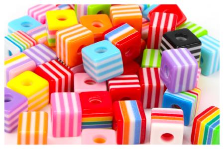 Perles cubes bayadère - 50 perles - Perles acrylique – 10doigts.fr