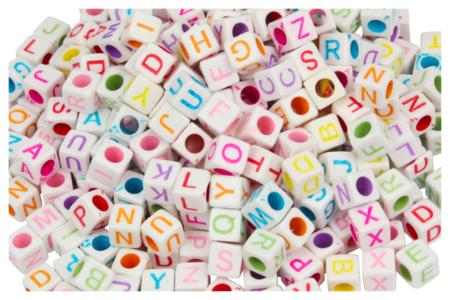 Perles cubiques alphabet multicolore - 280 perles - Perles Alphabet – 10doigts.fr