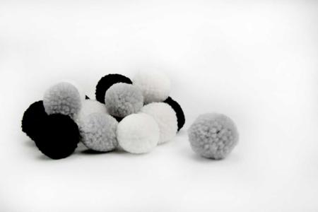 Pompons ronds camaïeu noir et blanc - 20 pièces - Pompons – 10doigts.fr