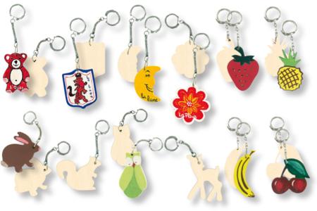 Porte-clefs assortis, en bois naturel à décorer... - Activités enfantines – 10doigts.fr