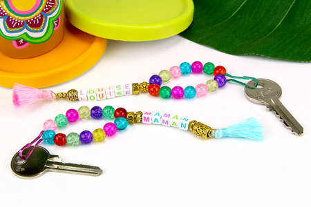 porte clés prénom perles - Tête à Modeler