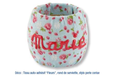 Tissu adhésif fleuri fond bleu - Tissus adhésifs – 10doigts.fr