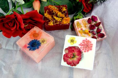 Savons fleurs séchées - Fête des Mères - 10doigts.fr