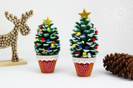 Sapin de Noël avec une pomme de pin - Noël – 10doigts.fr
