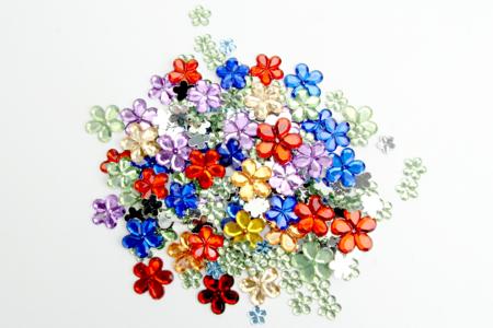 Strass fleurs - 200 strass - Décorations Fleurs – 10doigts.fr