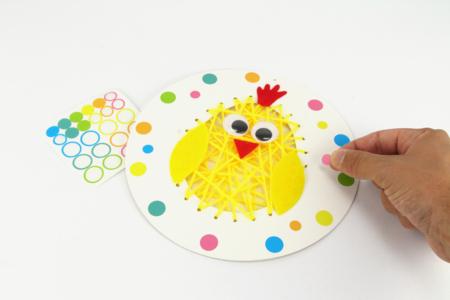 Kit poussin de Pâques à broder - Kits activités Pâques – 10doigts.fr