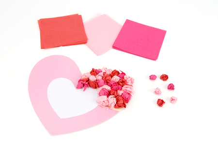 Suspension coeur en papier de soie - Kits activités clés en main – 10doigts.fr