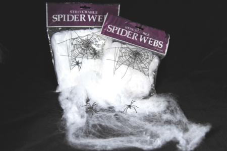 Toile d'araignée étirable + 2 araignées en plastique - Halloween – 10doigts.fr