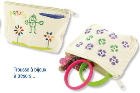 """Pochoirs adhésifs repositionnables """"Cœurs et ailes"""" - Pochoirs Adhésifs – 10doigts.fr"""