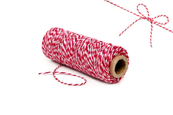 Bobine coton baker twin rouge et blanc - Raphia et ficelles – 10doigts.fr