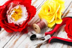 Je fabrique des fleurs en papier crépon - Activités en papier – 10doigts.fr