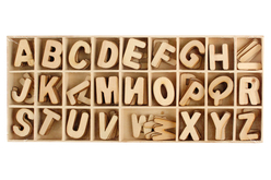 Lettres en bois 2.3 cm - 130 pièces - Lettres et Chiffres – 10doigts.fr