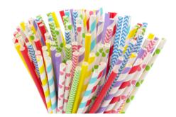 pailles en carton anniversaire couleurs et motifs assorties