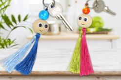 Pompons longs 8 couleurs - 24 pièces - Rubans et cordons – 10doigts.fr - 2