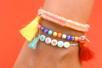 Perles alphabet assorties - Lettres et couleurs assorties - Perles Alphabet – 10doigts.fr