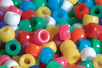 Perles opaques rondes à gros trou - 160 perles - Perles en plastique - 10doigts.fr