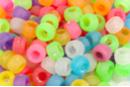 Perles givrées rondes à gros trou - 160 perles - Perles en plastique - 10doigts.fr