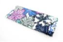 Coupon de tissu en coton imprimé ( 43 x 53 cm ) - Grandes fleurs blanche, violet, bleu - Coupons de tissus 30121 - 10doigts.fr
