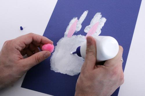 Lapin de Pâques empreinte de main