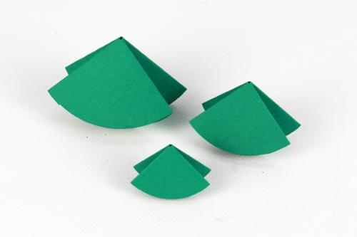 Petits sapins en papier