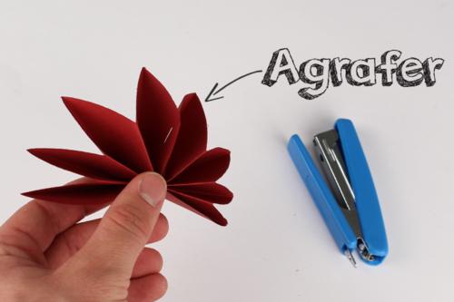Guirlande de fleurs en papier