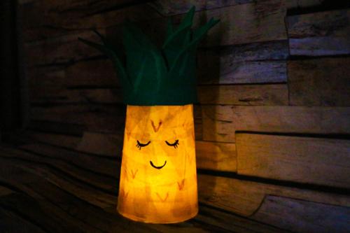 Photophores Ananas et Licorne avec des gobelets en plastique